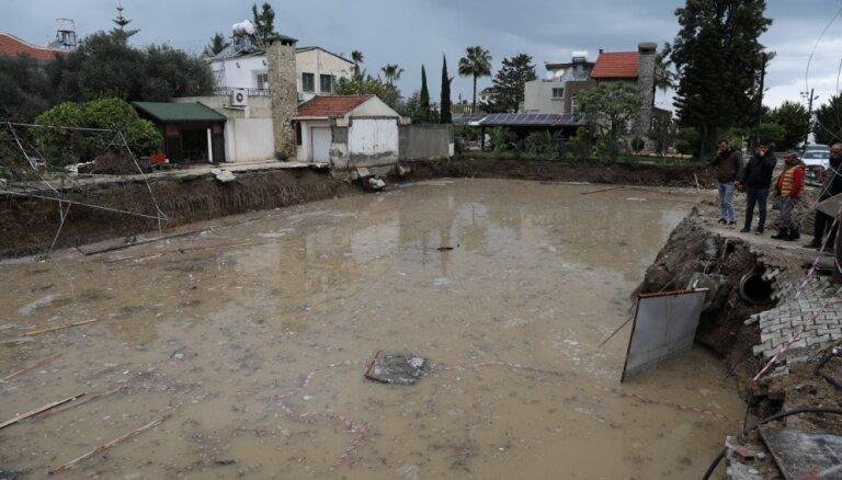 Vismaz četri cilvēki gājuši bojā plūdos Kiprā