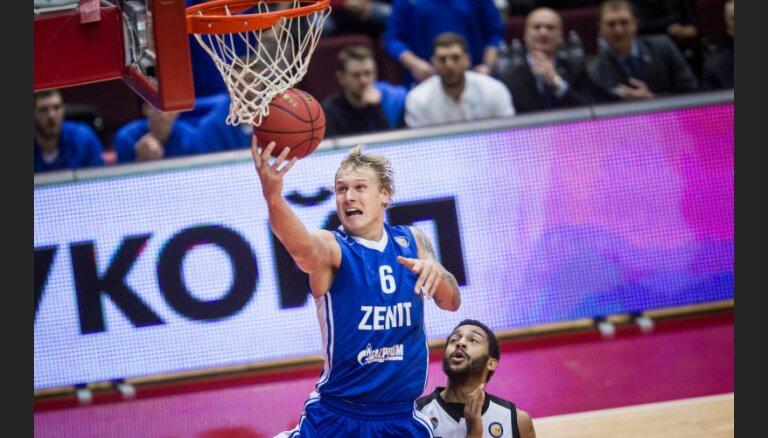 ВИДЕО: Латвийский баскетболист выдал мощный матч, обновив сразу три рекорда плей-офф