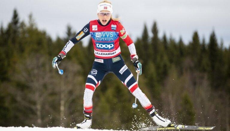 Norvēģijas distanču slēpotāja Juheuga izcīna uzvaru PK posma iedzīšanas sacensībās