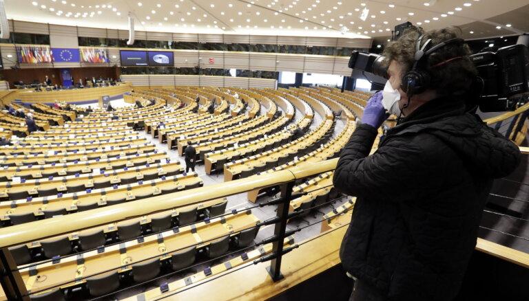 """Медицинское НАТО"", пособия в 500 евро и план автономии ЕС. Что евродепутаты от Латвии предлагают в связи с Covid-19"