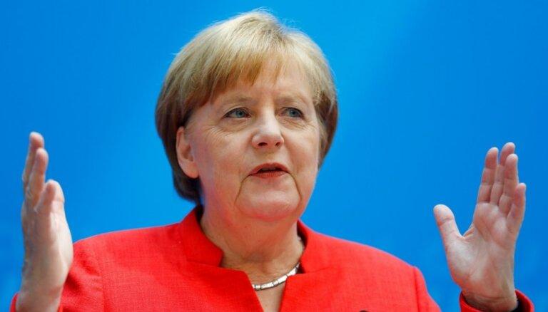 Merkele atbalsta 'Brexit' atlikšanu uz ilgāku laiku