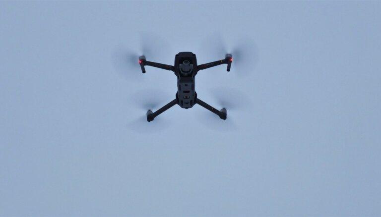 Ar drona palīdzību izglābj cilvēku no noslīkšanas Lielupē