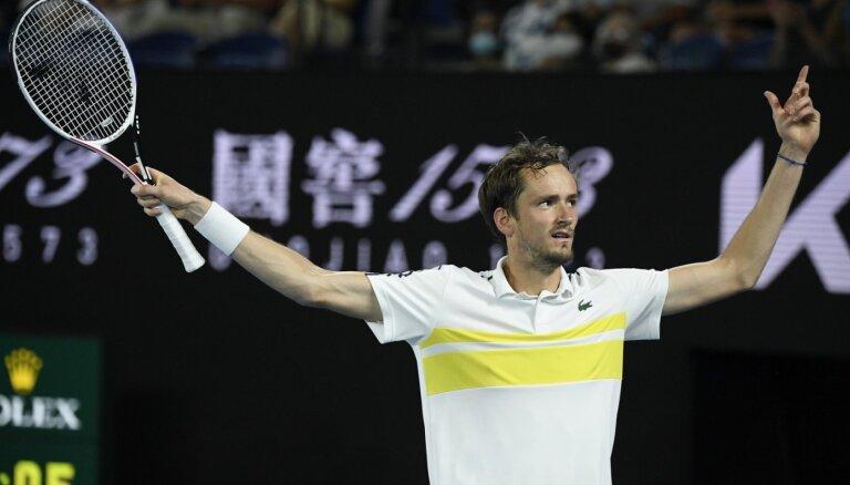 Россиянин Даниил Медведев впервые вышел в финал Australian Open. Он не проигрывал уже 20 матчей