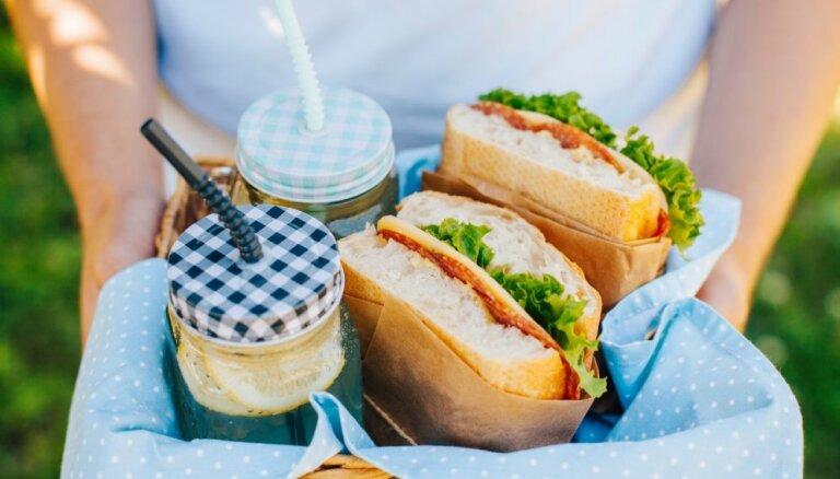 Piknika ēdienu ceļvedis: gaļa, čipsi un hamburgeri – ko izvēlēties un kā pagatavot veselīgāk