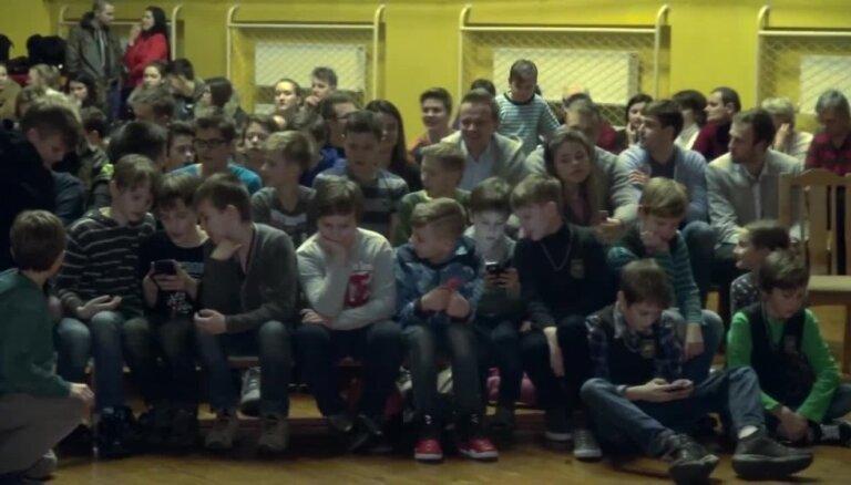 Video: Biedriņš bija Biedriņš. Vidusskolas direktore par basketbolista skolas gaitām