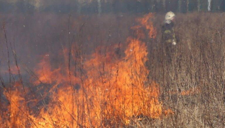 Ceturtdien kūlas ugunsgrēkos cietuši divi cilvēki