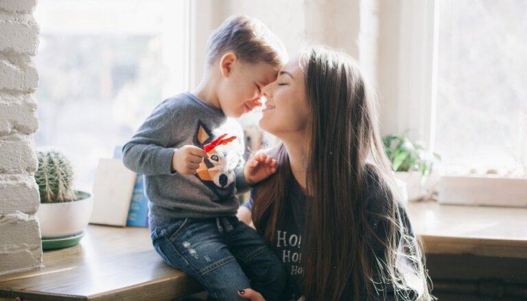 Ieklausīties, saprast un runāt par visu: vai esi sava bērna 'drošais cilvēks'?