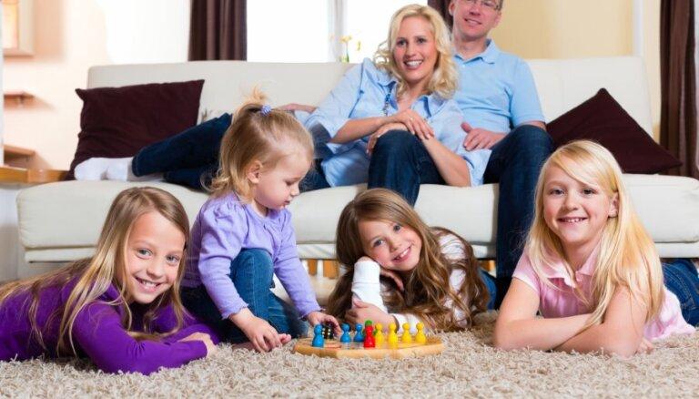 Aptauja: valsts un pašvaldības iestādes ir vismazāk draudzīgas daudzbērnu ģimenēm