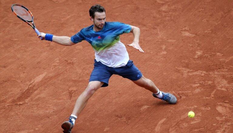 Gulbis zaudē talantīgam norvēģim un izstājas no 'French Open' jau pirmajā kārtā