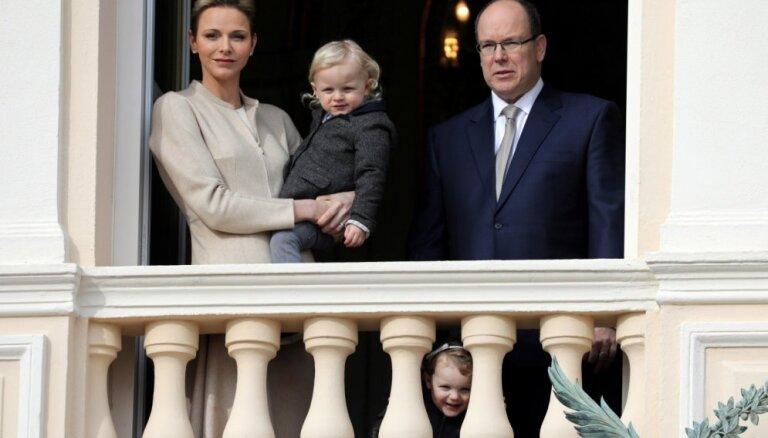 Князь Монако, чтобы сэкономить на электричестве, утепляет окна своей резиденции