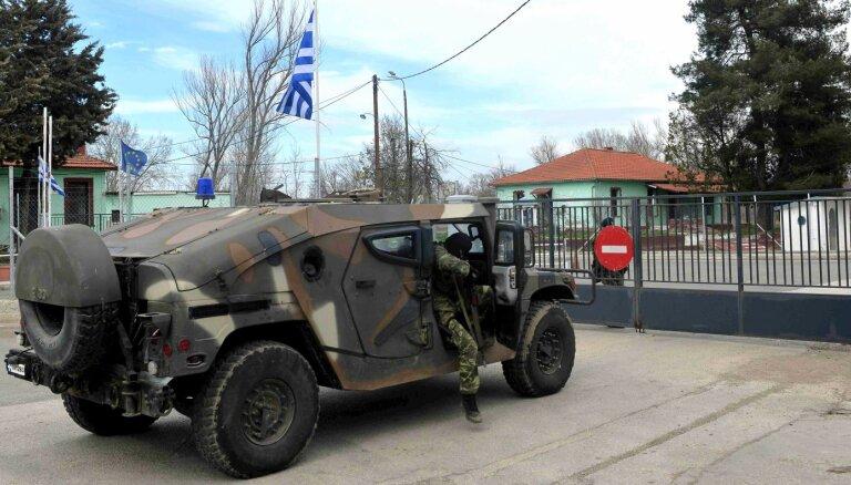 Турция открывает поток беженцев в Европу, Греция закрывает границу