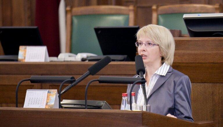 Mūrniecei par Saeimas sēdes kavējumu varētu noteikt sodu 20% apmērā no mēnešalgas