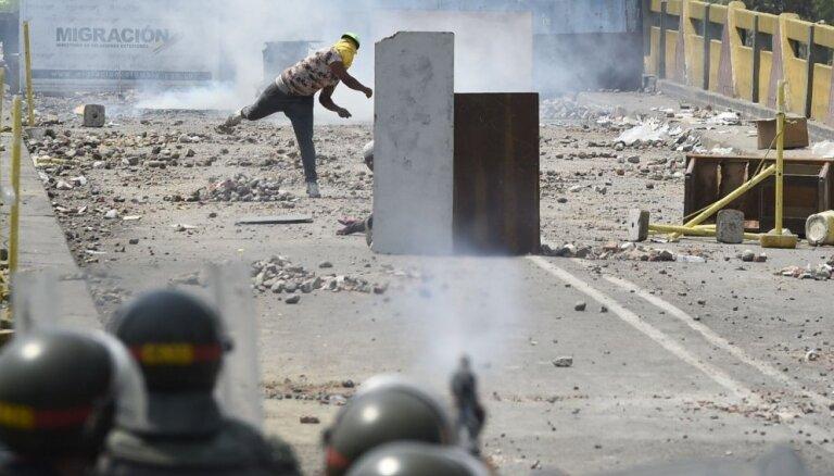 Эскалация в Венесуэле: автомобиль Нацгвардии въехал в толпу