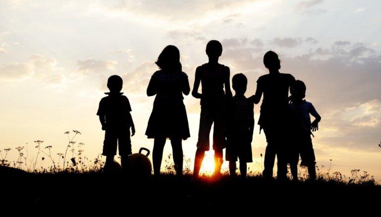Rīgā dzīvojošās daudzbērnu ģimenes aicina reģistrēties īpašā datu bāzē