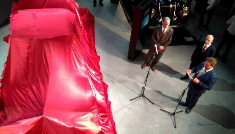 Kārļa Ulmaņa 'Cadillac' atklāšana Rīgas Motormuzejā