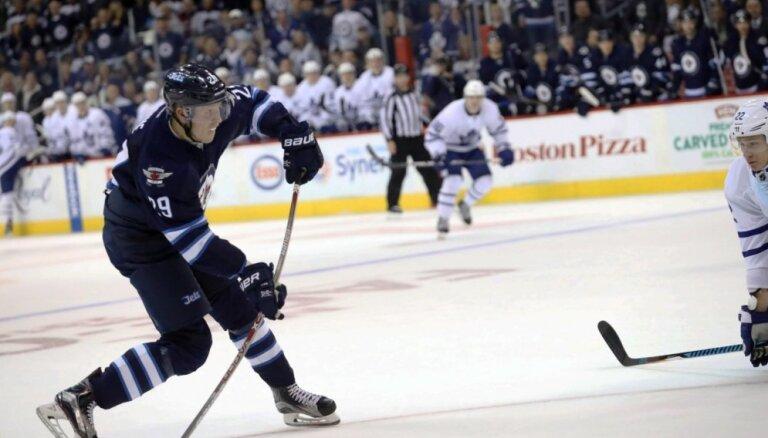 Soms Patriks Laine pārspējis Aizermanu NHL U20 vārtu guvēju topā