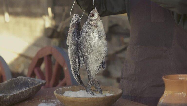 Soli pa solim: kā mājās pagatavot īstu vīru cienīgu uzkodu – vītinātas zivis