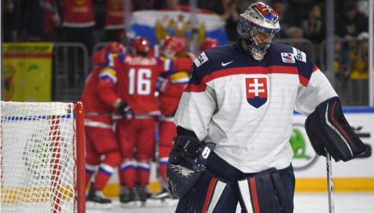 ВИДЕО, ФОТО: На проблемном льду Россия громит Словакию, Мозякин потерян окончательно