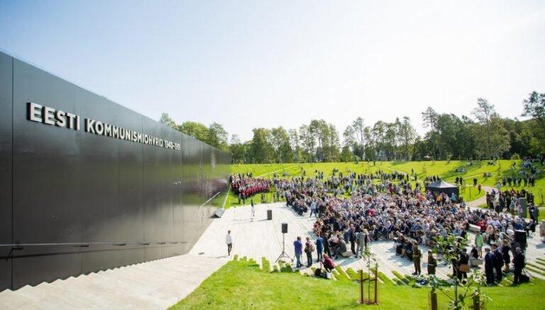 Tallinā atklāts iespaidīgs piemiņas memoriāls komunistiskā terora upuriem