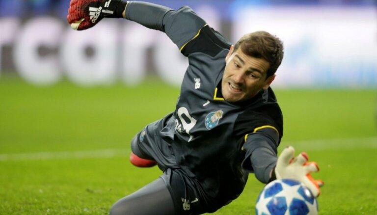 Spānijas futbola leģenda Kasiljass pagarina līgumu ar 'Porto'