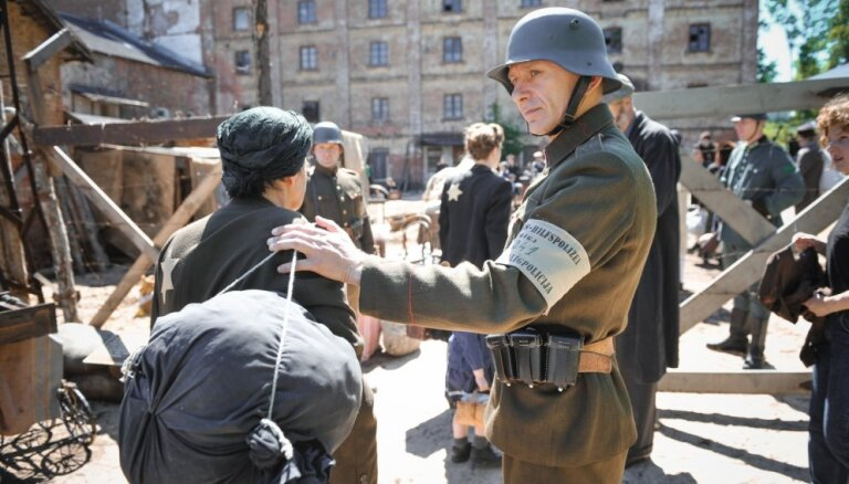 Foto: Rīgā top filma 'Puika ar suni' par ebreju glābēju Žani Lipki