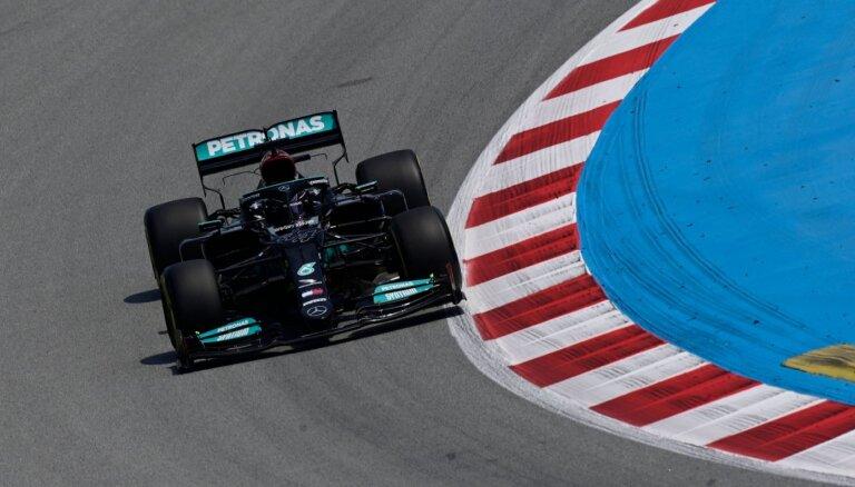Botass un Hamiltons ātrākie pirmajās divās Spānijas 'Grand Prix' treniņu sesijās