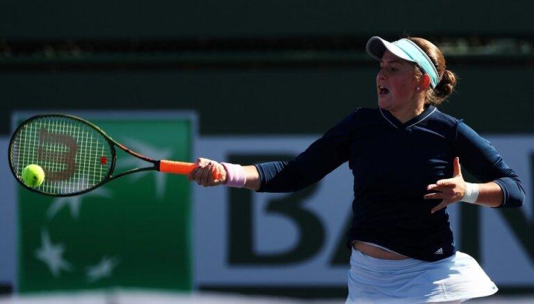 Ostapenko Madrides WTA 'Premier' pirmajā kārtā grauj Pavļučenkovu un pārtrauc zaudējumu sēriju