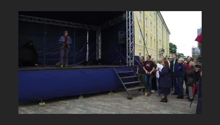 Protesti pret Vējoņa klusēšanu saistībā ar 'Rīdzenes sarunām'