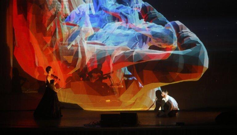 Latvijā atgriežas multimediāla klasiskās mūzikas izrāde tumsā