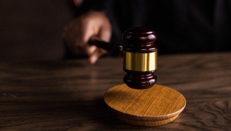 Valsts īpaši aizsargā par noziegumiem pret valsti notiesātās amatpersonas, vēstī 'Nekā personīga'