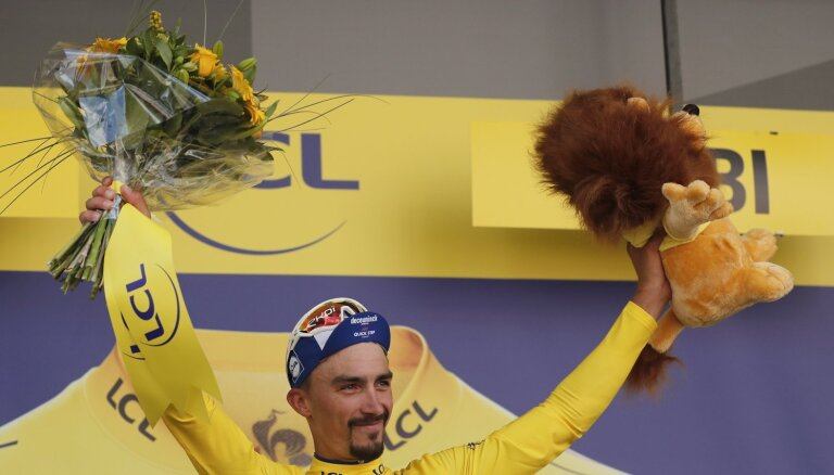 Alafilips palielina pārsvaru 'Tour de France' kopvērtējumā; Skujiņš finišē 168. vietā