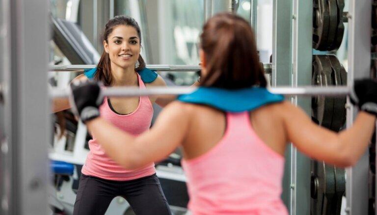Spēka vingrojumi sievietes padara vīrišķīgas un citi mīti par sportošanu