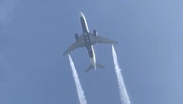 Самолет сбросил топливо на школы перед экстренной посадкой в Лос-Анджелесе. Пострадали дети