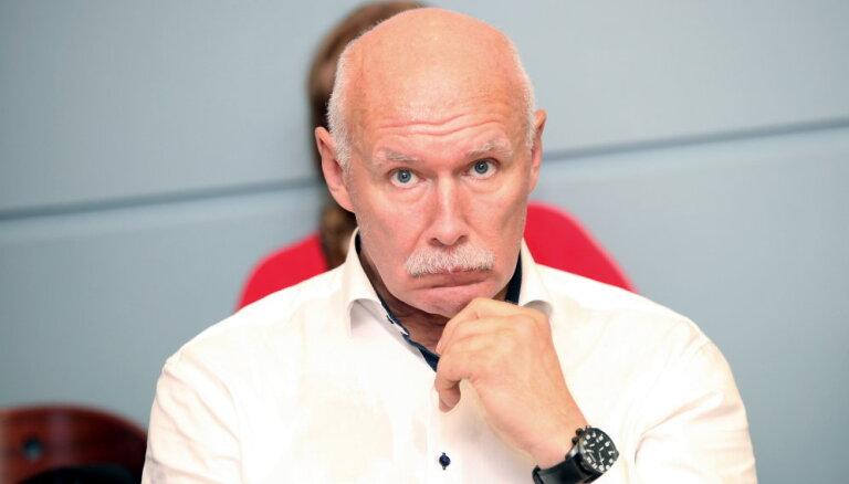 Апинис: в Латвии политики являются врагами здоровья собственного народа