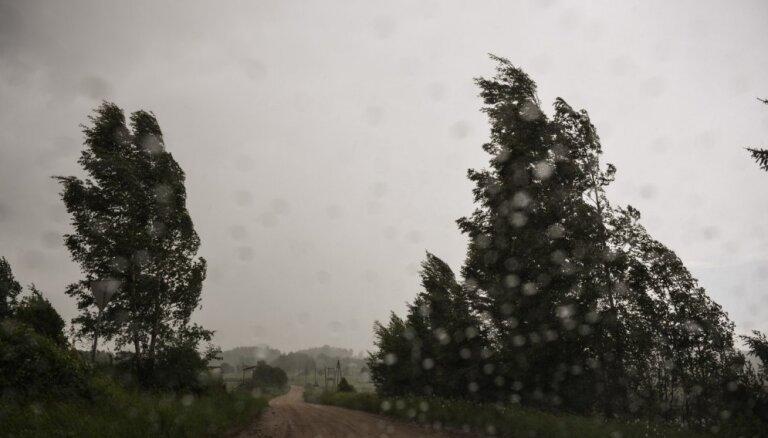 Valdība piešķir vairāk nekā 216 000 eiro augusta vētrā cietušajiem novadiem