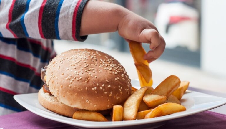 Kartupeļi frī – mazuļu iecienītākais ēdiens, atklāj ASV veikts pētījums