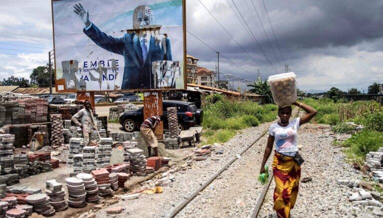 Četri vienā gadā: vai mierīgo Āfriku atkal sabangos apvērsumu vilnis