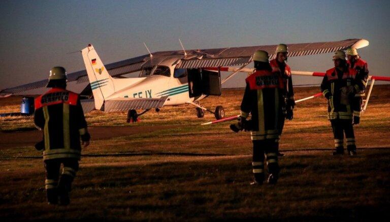Lidmašīnas avārijā Vācijā iet bojā trīs cilvēki