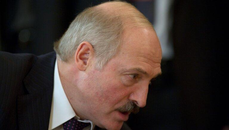 """Лукашенко: Евросоюз хочет """"перевернуть"""" Беларусь"""