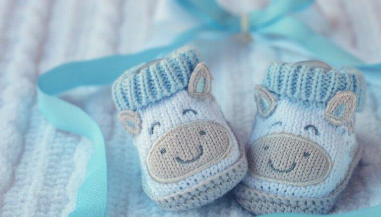 Rīgas Dzemdību namā šogad pirmais piedzimušais mazulis ir puika, kurš pasaulē nācis Jaunā gada pirmajā minūtē