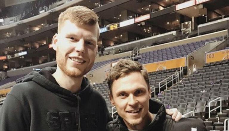 Foto: ASV satikušies divi izcili latviešu sportisti