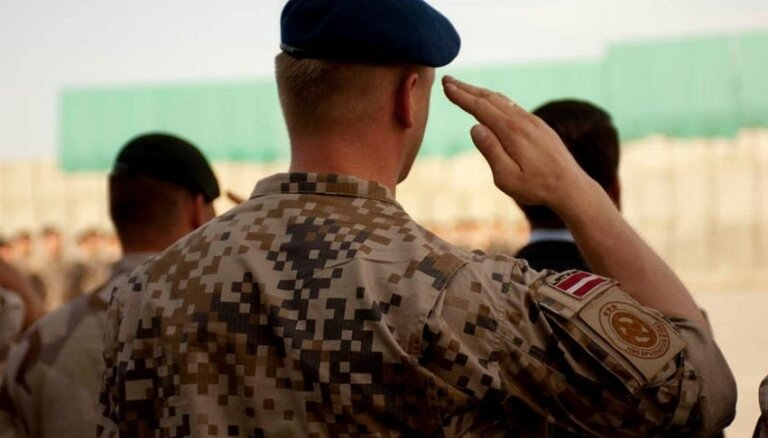 Размещенные в Кувейте латвийские военнослужащие возвращаются на родину