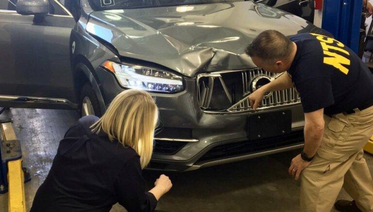 Pēc fatālā negadījuma ar 'Uber' pašbraucošo auto 'Toyota' ASV aptur bezpilota testus