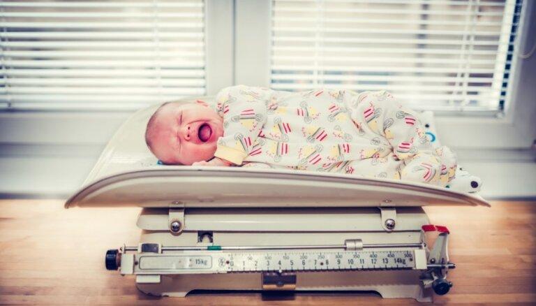 95 pāri dvīnīšu, viens trio, kopā 6586 mazuļu – Rīgas Dzemdību nama pērnā gada bilance