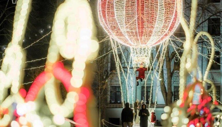 ФОТО. Лиепая нарядилась к новогодним праздникам