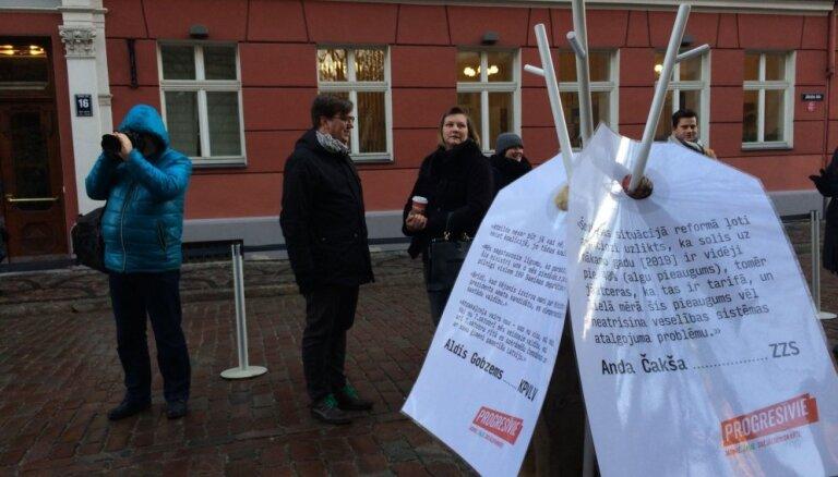 Video: 'Apgriezto kažoku akcija' pie Saeimas