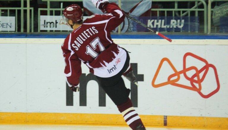 Saulietis atsakās no spēlēšanas Latvijas hokeja izlasē par labu jaunajiem hokejistiem
