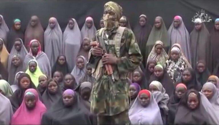 'Boko Haram' parāda 2014. gadā nolaupītās nigēriešu meitenes