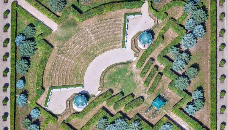 Gluži kā gleznas: Rundāles pils dārzu rakstus iemūžina no putna lidojuma
