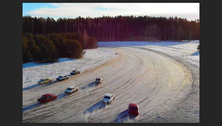 Drona video: Žiguļu entuziasti Brīvkalnu ziemas trasē sarīko sacīkstes